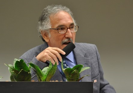 Prof. Angelo Fernando Padilha (USP).