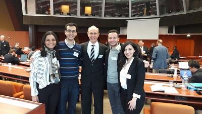 O grupo da SBPMat na sede do Conselho da Europa. A partir da esquerda, Gisele Amaral-Labat (sócia SBPMat), Eduardo Neiva (sócio SBPMat), o professor Osvaldo Novais de Oliveira Jr (presidente da SBPMat), Kassio Zanoni (sócio) e Parinaz Akhlaghi (sócia).