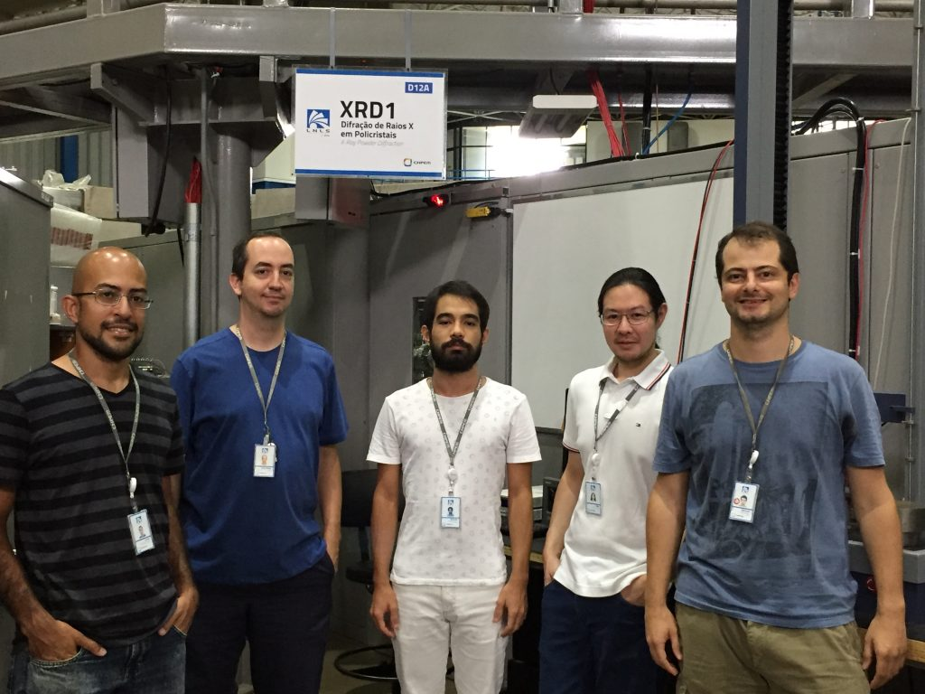 The authors of the paper in the XRD1 beamline. From left, Lucas Soares de Oliveira Paixão (LNLS postdoc), Alexandre Magnus Gomes Carvalho (LNLS researcher), William Imamura (PhD student at Unicamp and LNLS), Érik Oda Usuda (master student at Unifesp and LNLS), and Nicolau Molina Bom (LNLS postdoc).