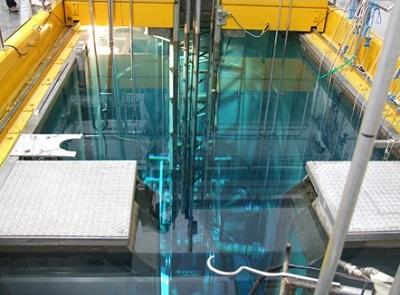 IEA-R1: piscina, núcleo do reator e outros elementos vistos de cima.